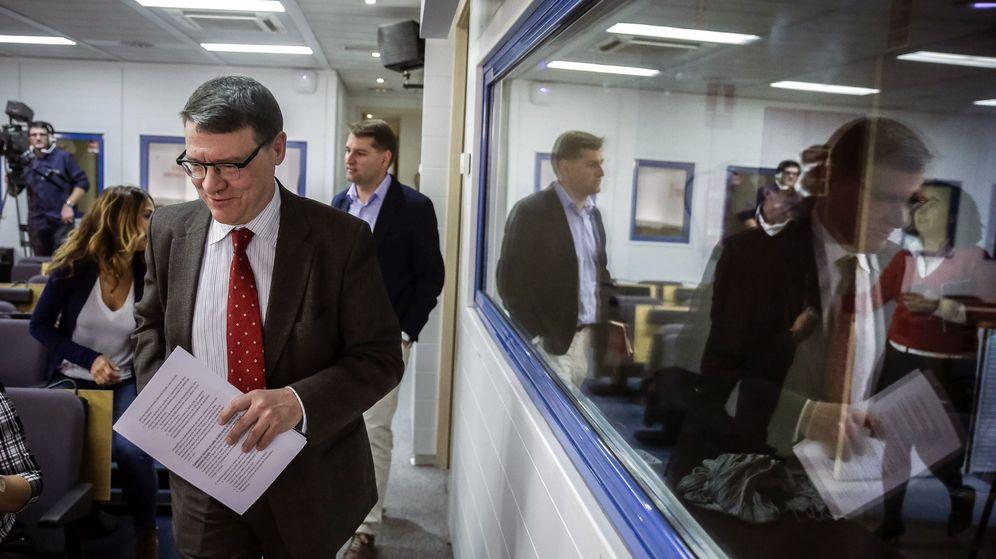 Foto: Jordi Sevilla, en una imagen de archivo siendo responsable económico del PSOE. (EFE)