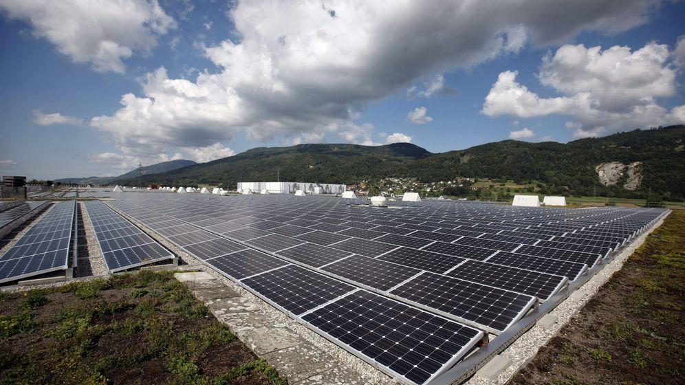 Foto: Foto de recurso de una planta fotovoltaica. (EFE)