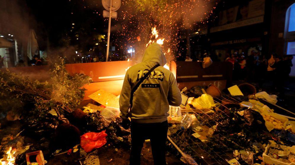 Foto: Uno de los manifestantes, durante los disturbios de este fin de semana en Barcelona. (Reuters)