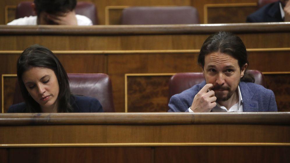 Foto: Irene Montero y Pablo Iglesias, durante la moción de censura a Mariano Rajoy. (EFE)