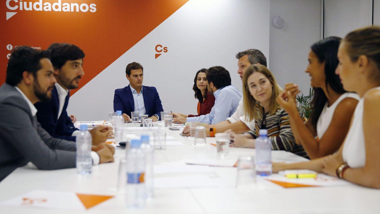 El presidente de Ciudadanos, Albert Rivera (3i), preside la reunión de la Ejecutiva de Ciudadanos. (EFE)