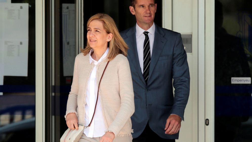 Foto: Spain's princess cristina leaves court with her husband inaki urdangarin after attending a trial in palma de mallorca