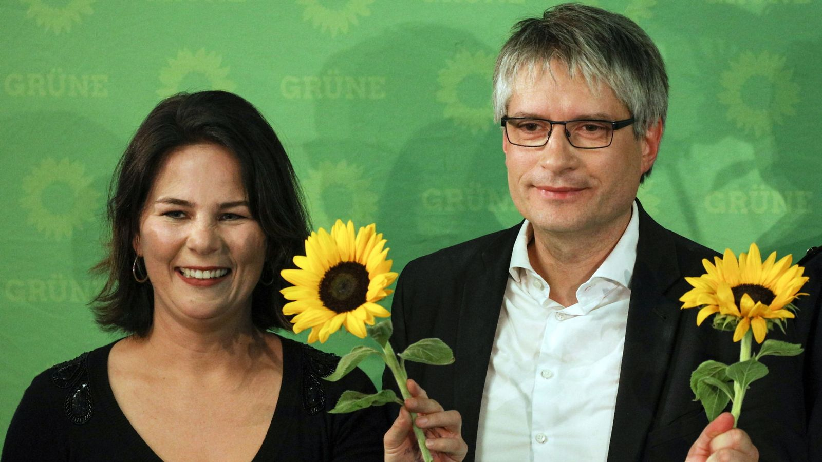 Foto: Annalena Baerbock, líder de Los Verdes en Alemania, y el cabeza de lista para el Parlamento Europeo, Sven Giegold. (Reuters)