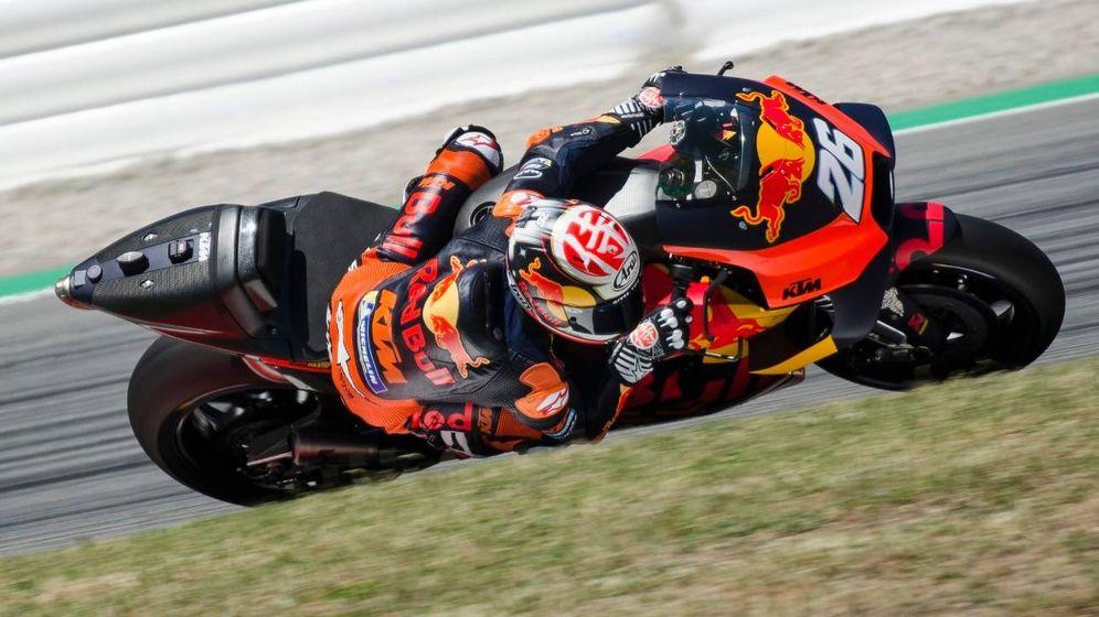 Foto: Dani Pedrosa, con la KTM durante los test de Montmeló la temporada pasada.