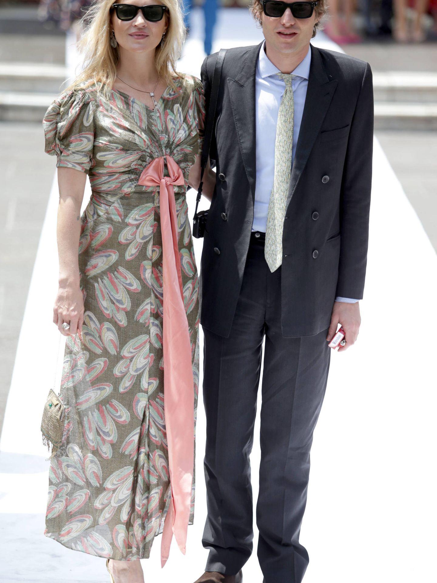 Kate Moss y Nikolai von Bismarck, en la boda de Christian de Hannover y Alessandra de Osma. (Getty)