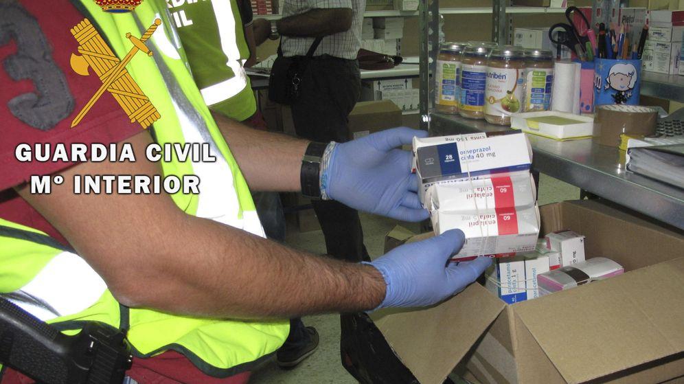 Foto: La Guardia Civil desmantela una red de tráfico ilegal de medicamentos. (EFE)