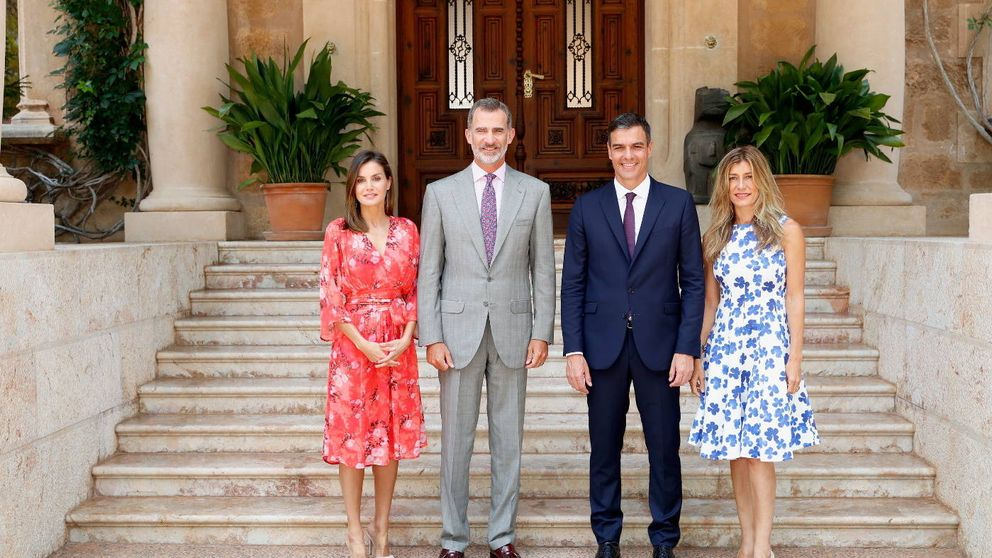 Letizia y Begoña Gómez: duelo de estilo (floral) en el palacio de Marivent