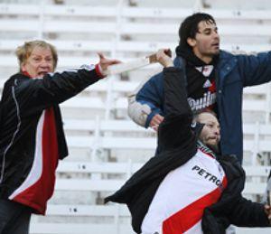 Más de 72 heridos tras graves incidentes de la afición de River Plate