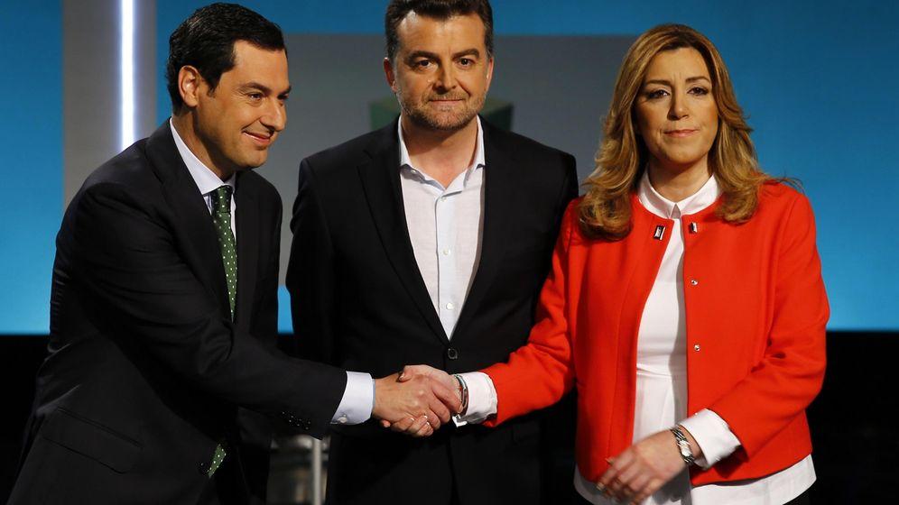 Foto: Moreno y Díaz se dan la mano antes de un debate televisado (Reuters)