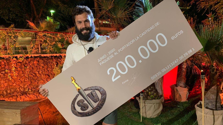 Jorge Pérez con el cheque de 200.000 euros. (Mediaset)