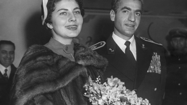 Junto al sah, en una visita a Londres en   1955. (Getty)