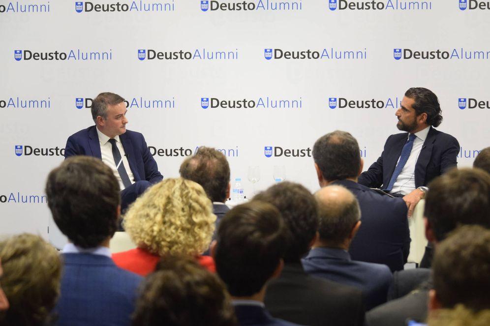 Foto: Iván Redondo, director de Gabinete del presidente, e Iñaki Ortega, director del Deusto Business School, este 26 de septiembre en Madrid. (Iñaki Martínez Bilbao)