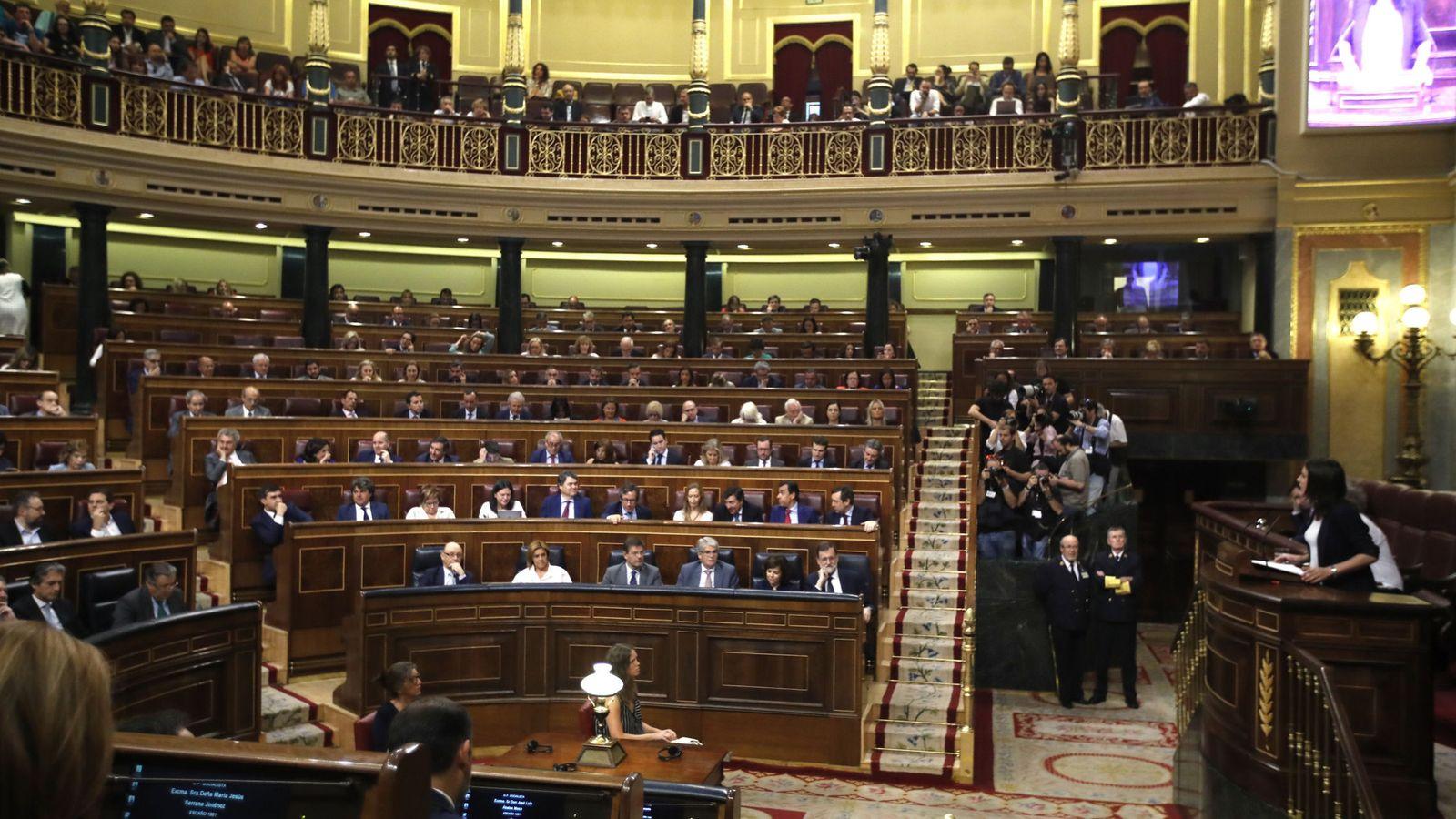 Foto: Imagen del Congreso de los Diputados durante la intervención de Irene Montero defendiendo la moción de censura presentada por Unidos Podemos. (Efe)