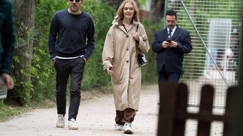 La pareja paseando juntos. (Getty)