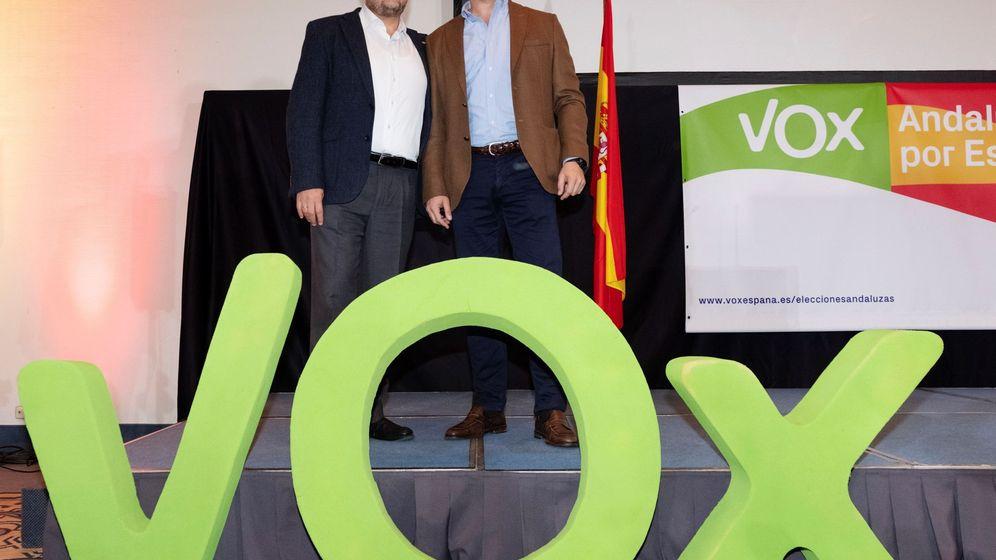Foto: Santiago Abascal y Francisco Serrano celebran sus resultados en Andalucía. (EFE)