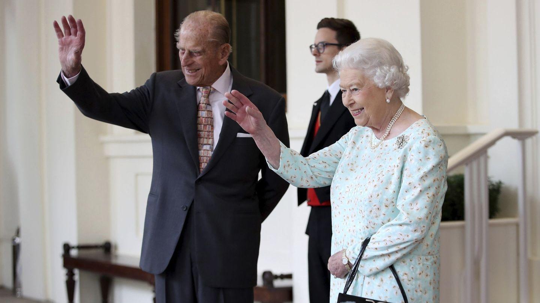 La reina Isabel II de Inglaterra y el duque Felipe de Edimburgo. (EFE)