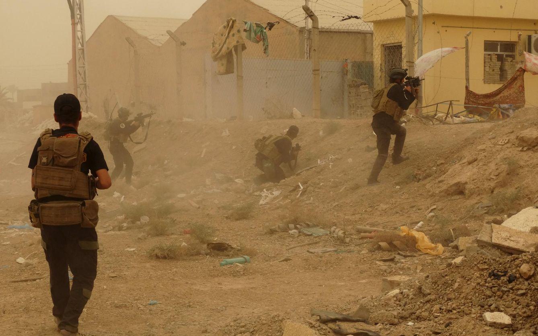 Foto: Fuerzas de Seguridad iraquíes luchan contra milicianos del ISIS en el este de Ramadi antes de la caída de la ciudad (Reuters).