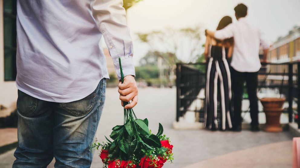Haz una pausa antes: el motivo por el que se suele engañar a la pareja