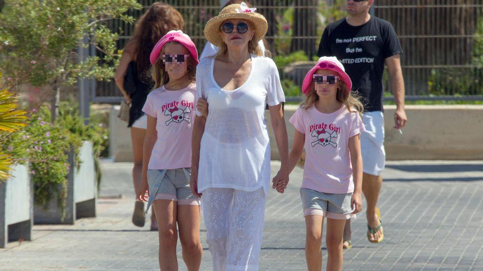 La baronesa Thyssen celebra su victoria judicial a bordo de un yate con sus hijas