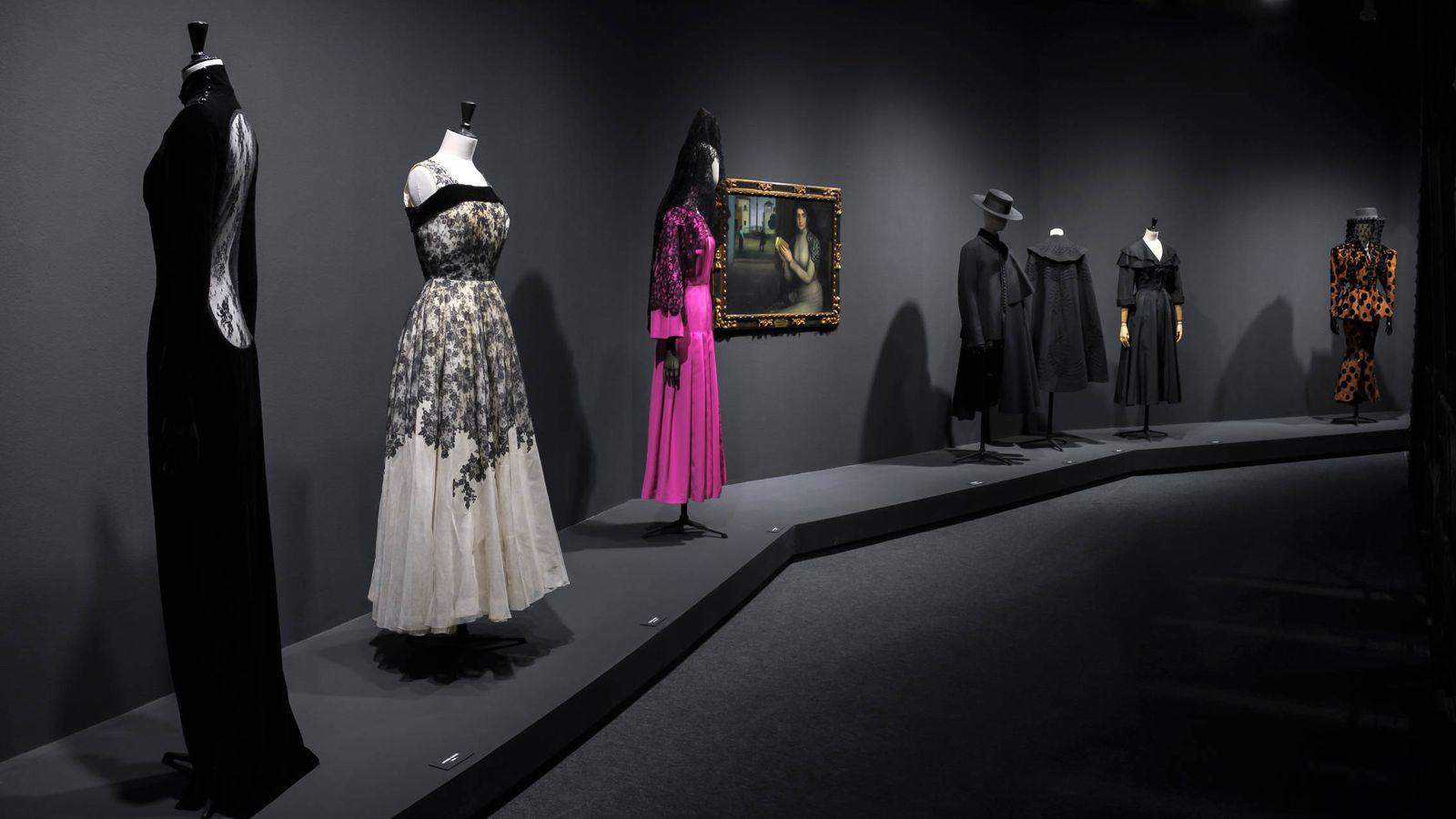 Foto: La moda española y su repercusión internacional concentradas en la exposición 'Modus: a la manera de España'. (Guillermo Gumiel/Comunidad de Madrid)