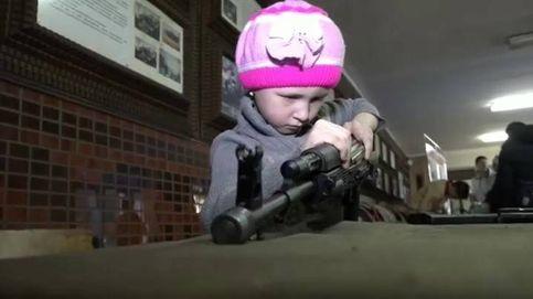 Una competición en Rusia muestra la destreza de niños de 6 años desmontando un kalasnikov