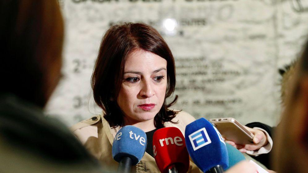 Foto: Adriana Lastra acude a votar en la consulta socialista en Oviedo. (EFE)