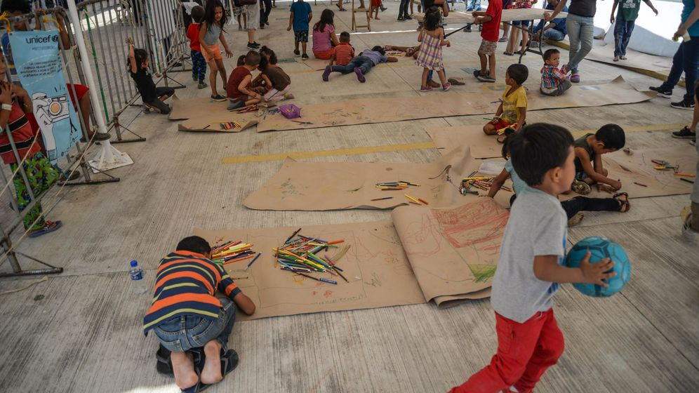 Foto: Unicef verifica la condición de los niños que viajan en caravana migrante. (EFE)