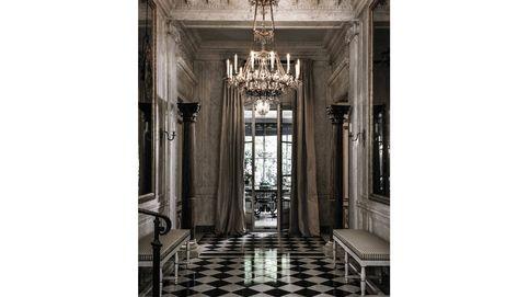 El legado de Yves Saint Laurent: la gran subasta del diseñador