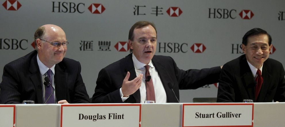 Foto: El consejero delegado de HSBC, Stuart Gulliver, el presidente del grupo, Douglas Flint, y y el director ejecutivo del HSBC en Asia-Pacífico, Peter Wong. (EFE/Ym Yik)