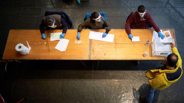 ¿Cuándo se considera que la participación es baja y cuándo alta? ¿A quién beneficia cada una?