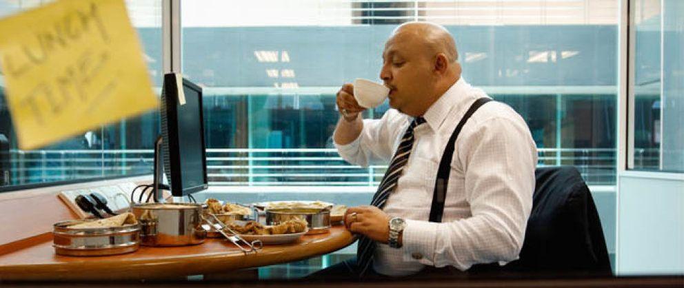 Foto: Comer en el trabajo está dañando seriamente tu bolsillo (y tu salud)