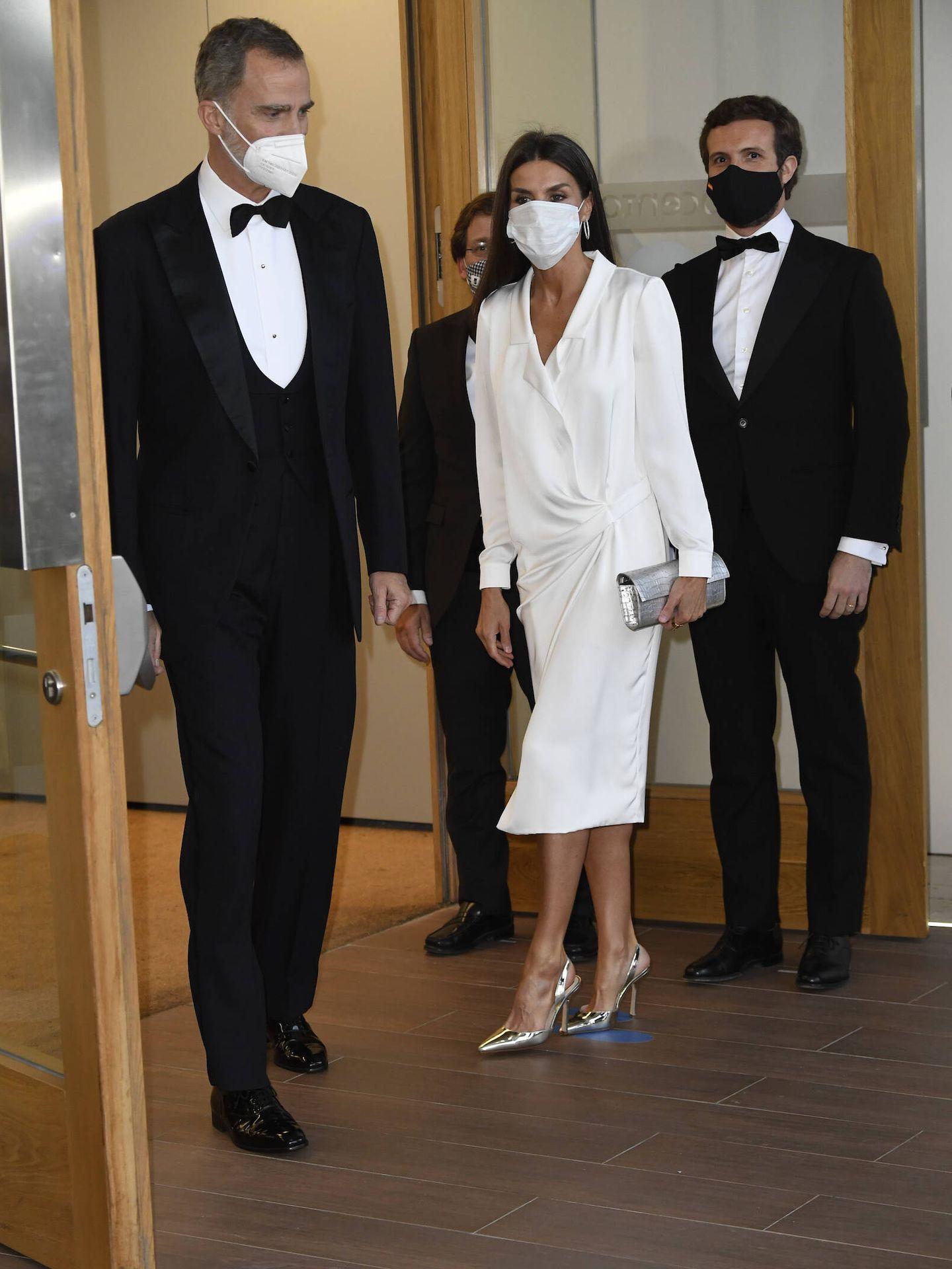 Los Reyes, a su llegada a la nueva sede de 'ABC'. (Limited Pictures)