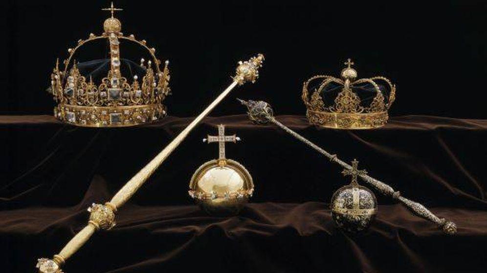 Foto: Las joyas de la Corona expuestas en la catedral de Strängnäs. (Policía de Suecia)