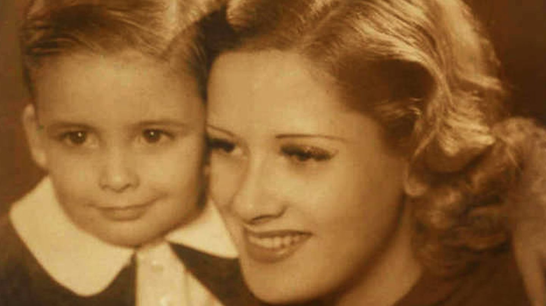 Chicho Ibáñez Serrador y su madre Pepita Serrador. (RTVE)
