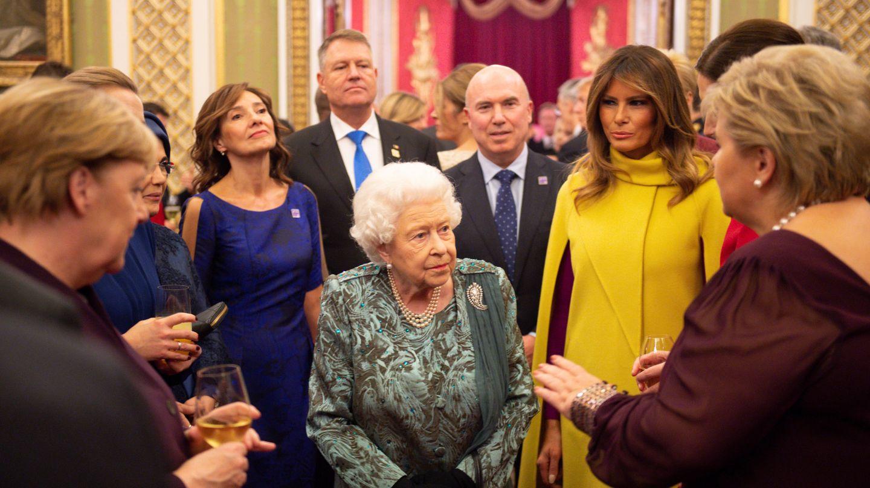 La reina Isabel, junto a Melania Trump. (Reuters)