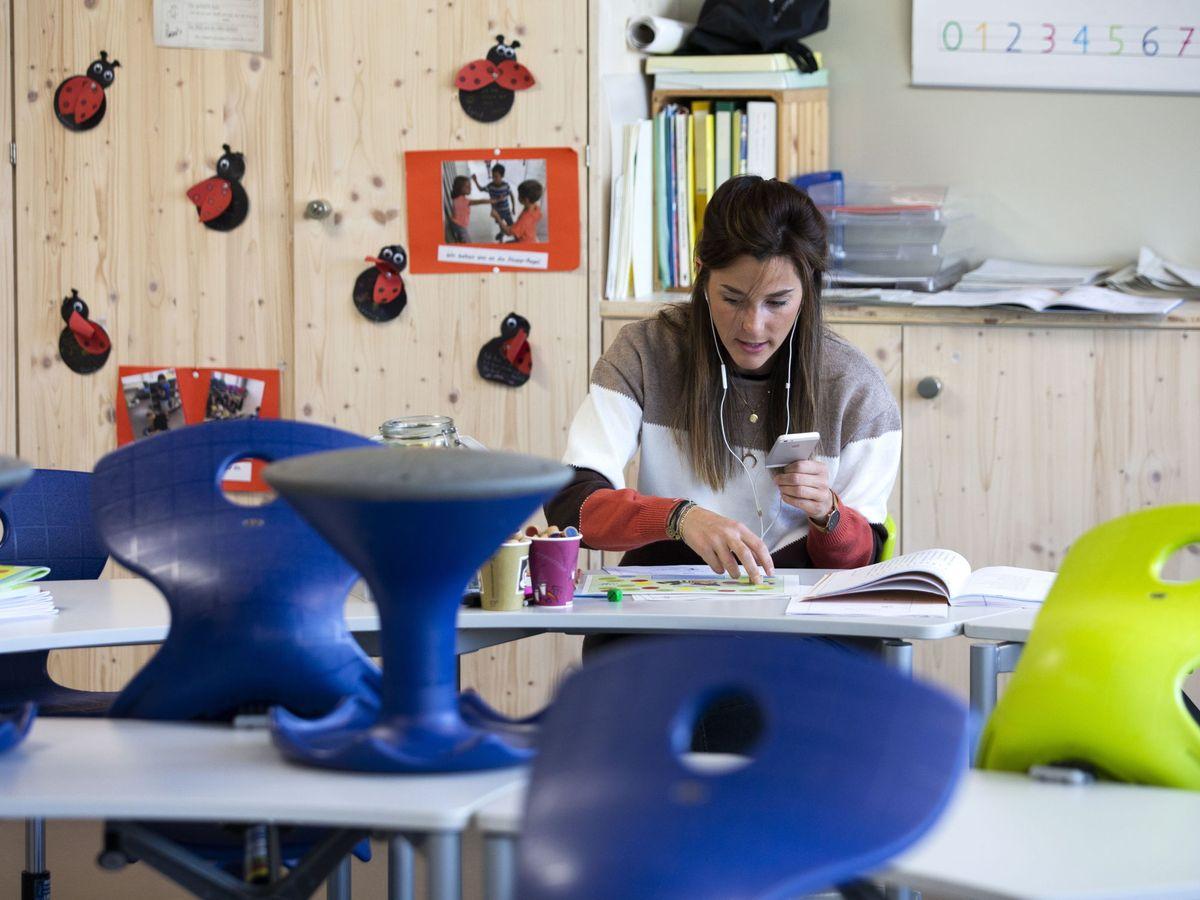Foto: El objetivo es que los alumnos no se distraigan durante las clases (EFE EPA/Peter Klaunzer)