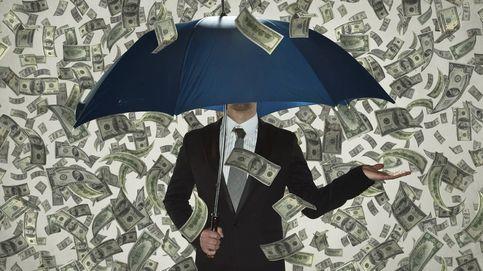 Los 'nubarrones' macroeconómicos desatan una lluvia de recortes a la banca española