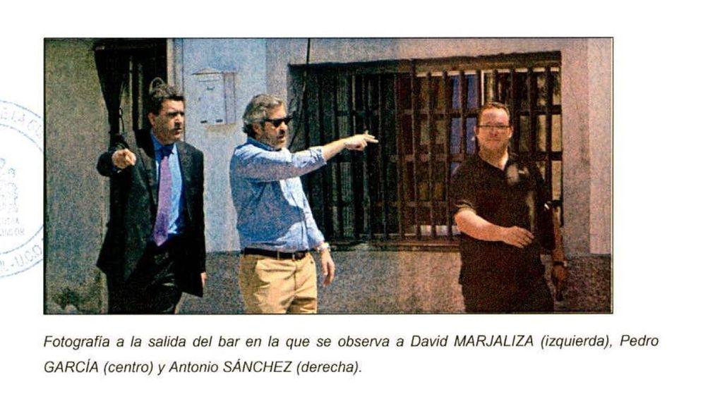Foto: El exalcalde de Serranillos (a la derecha) con dos de los imputados: David Marjaliza y Pedro García