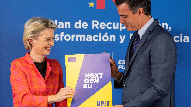 La presidenta de la Comisión Europea, Ursula von der Leyen, junto a Pedro Sánchez.