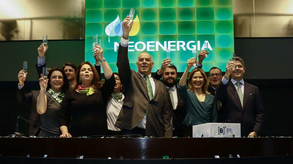 Foto: Equipo directivo de Neoenergia celebra la salida a bolsa. (Iberdrola)