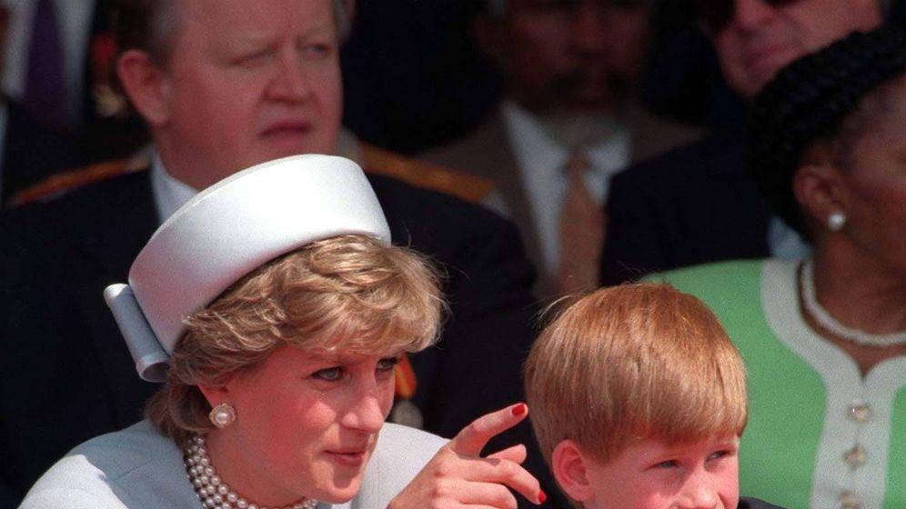 Foto: Diana y Harry en una foto de archivo. (Cordon Press)