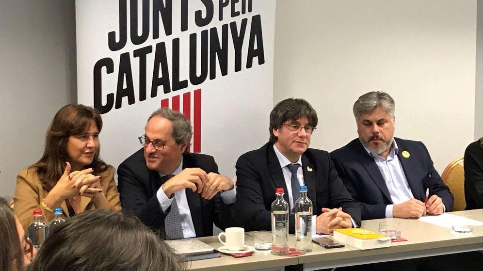 Foto: El presidente de la Generalitat, Quim Torra (2i), la portavoz de JxCAT en el Congreso, Lausa Borrás (i), el presidente del grupo parlamentario Andrés Batet (d) y el expresident Carles Puigdemont (2d). (EFE)