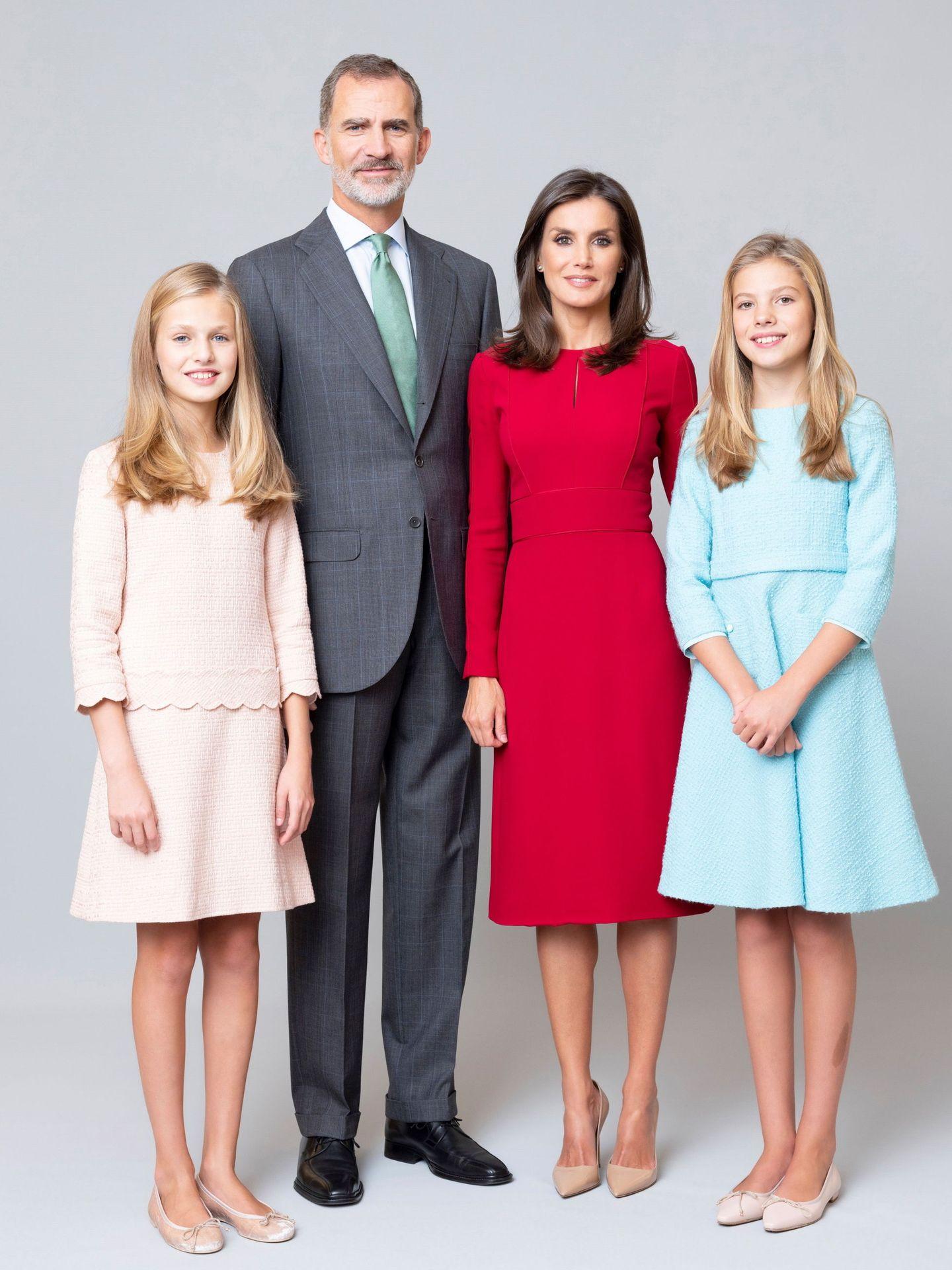 Retrato de los reyes, Felipe VI y Letizia, con sus hijas, Leonor y Sofía. (EFE)