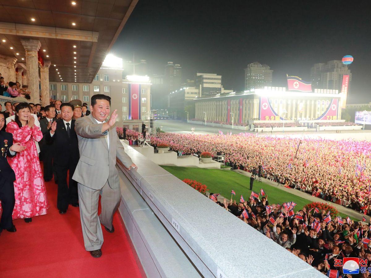 Foto: Kim Jong-un, durante el desfile. (EFE)