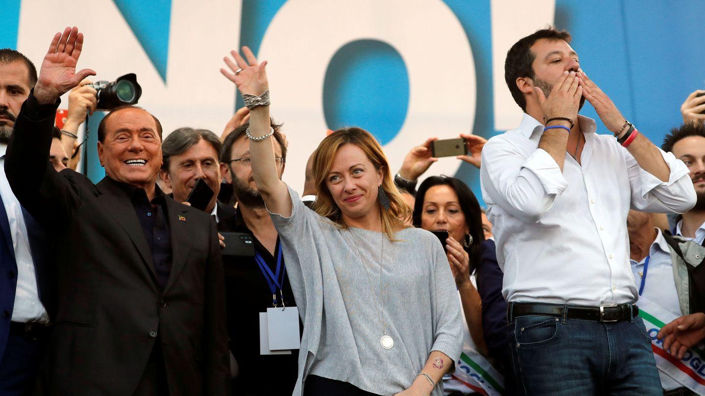 Berlusconi (izquierda) junto a Meloni (centro) y Salvini (derecha). (Reuters)