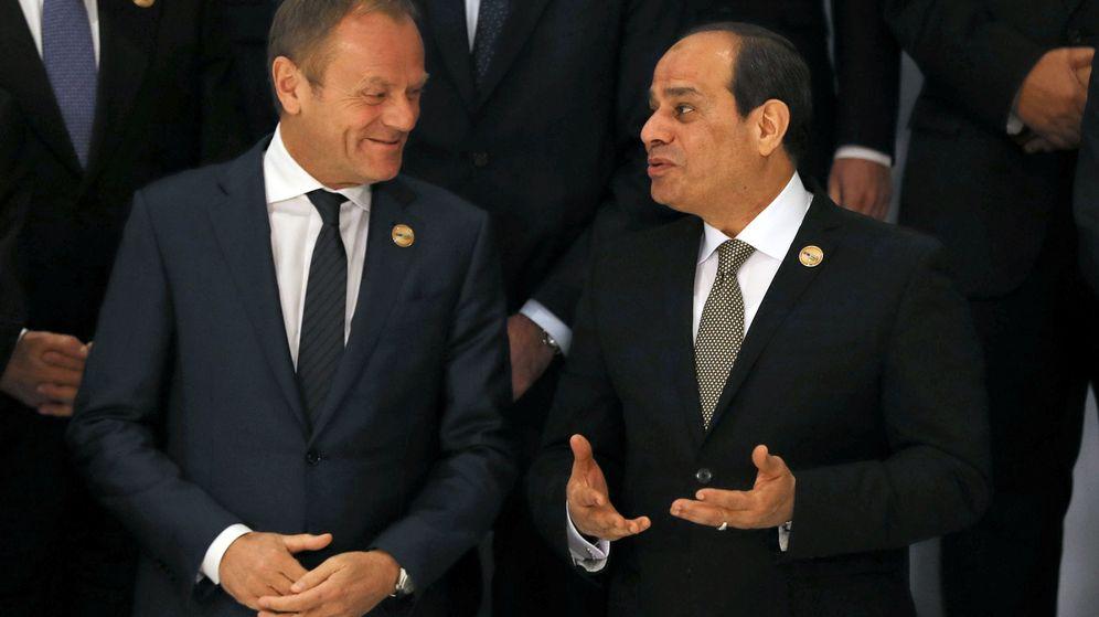 Foto: Donald Tusk charla con Al-Sisi, presidente de Egipto. (Reuters)