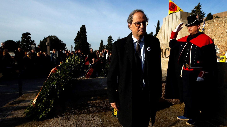 Quim Torra en la tradicional ofrenda floral a la tumba de Francesc Macià. (EFE)
