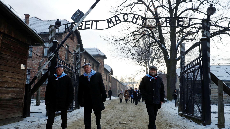 Superivientes de Auschwitz durante el aniversario de la liberación del campo de exterminio, cerca de Oswiecim. (Reuters)