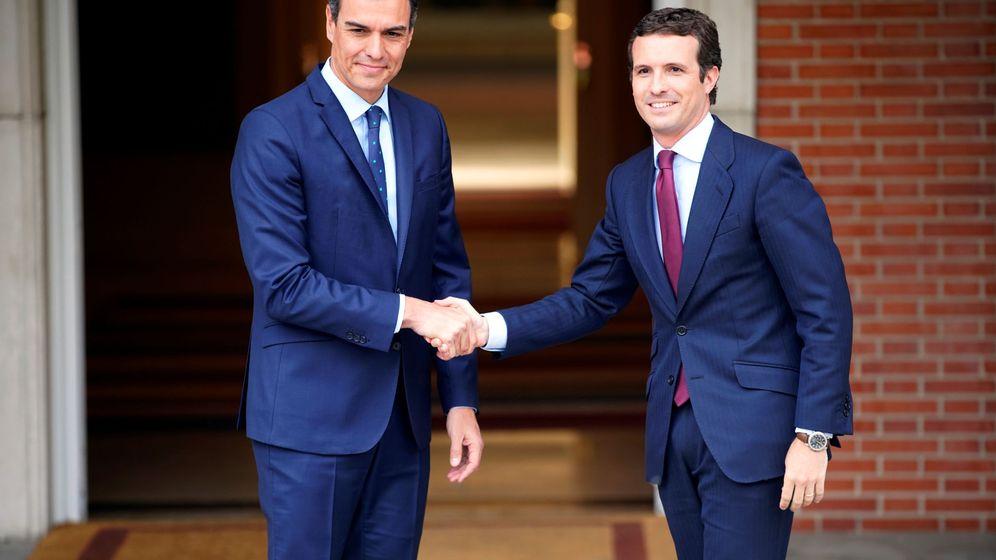 Foto: El presidente del Gobierno, Pedro Sánchez, y el líder del PP, Pablo Casado. (Reuters)