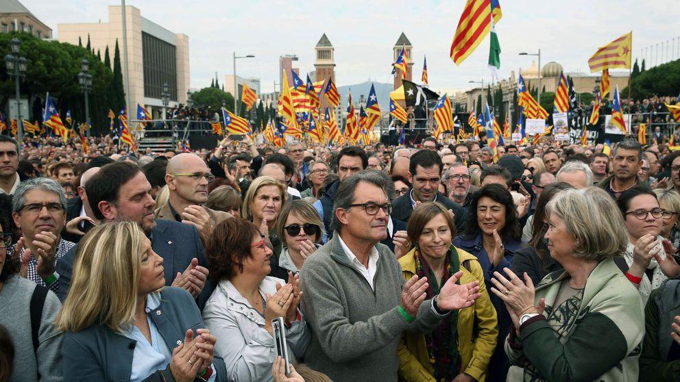 Miles de personas protestan para apoyar a los soberanistas investigados